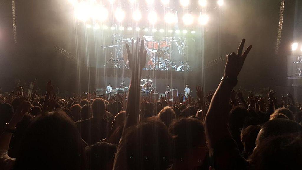 Viral! Chad Smith RHCP Jadi Drummer Foo Fighters