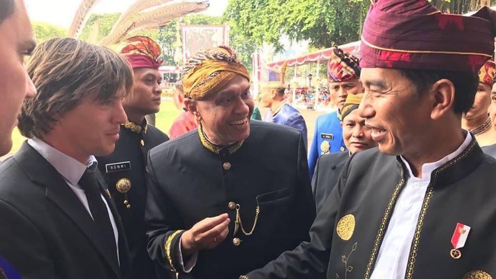 Si Bule Ganteng Becak Amsterdam, Rupanya Pernah Ketemu Jokowi