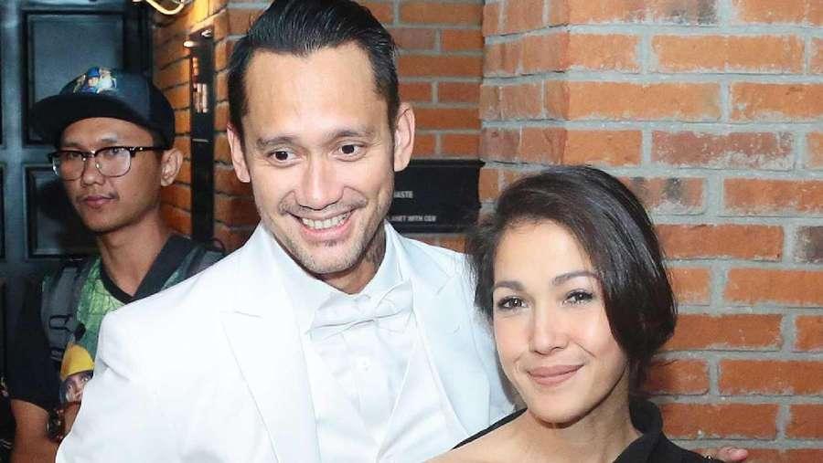 Jangan Iri! Pelukan Mesra Tora Sudiro untuk Mieke Amalia