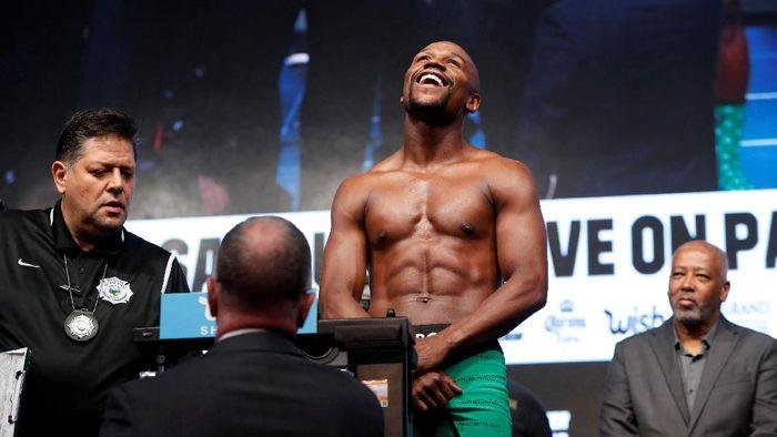 Floyd Mayweather Jr akan bertarung dengan kickboxer di Jepang (Reuters)