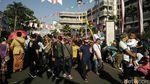 Rela Berpanas-panasan Demi Karnaval Kemerdekaan di Bandung