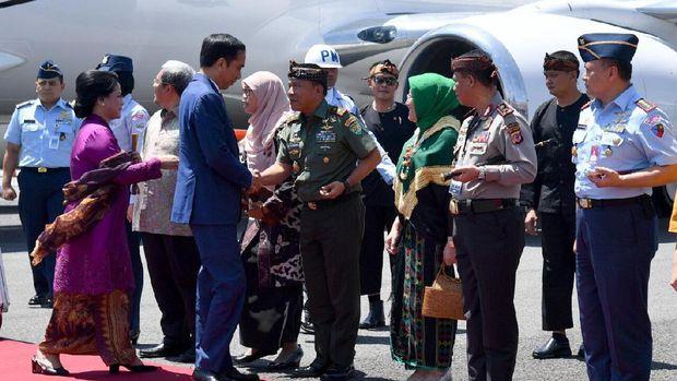 Jelang Karnaval Kemerdekaan, Jokowi Tiba di Bandara Bandung
