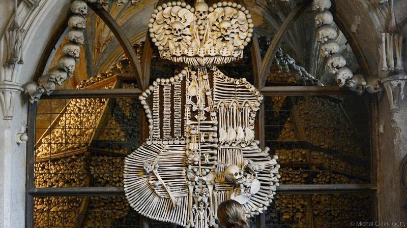 Kapel ini bernama Sedlec Ossuary, atau lebih dikenal dengan The Bone Church (Michal Cizek/BBC Travel)