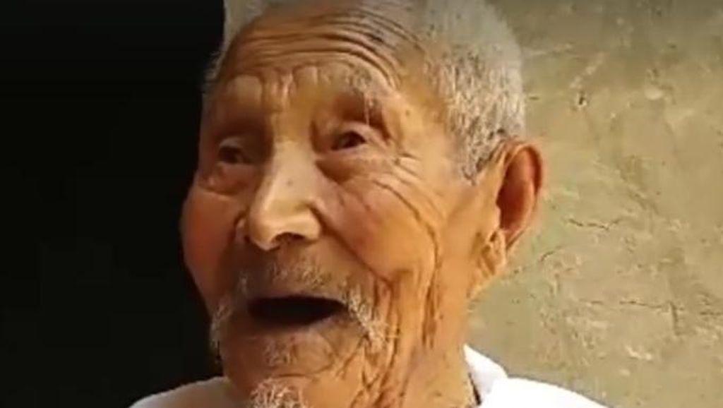 Berusia Satu Abad, Kakek Ini Masih Lihai Melakukan Seni Bela Diri