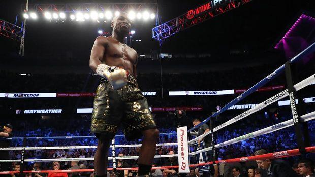 Floyd Mayweather Jr. tetap sesumbar meski di luar ring tinju.