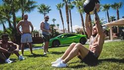 Jagoan MMA Conor McGregor akan bertanding melawan petinju senior Floyd Mayweather Jr. Sebelum bertanding, yuk intip olahraganya Conor McGregor.