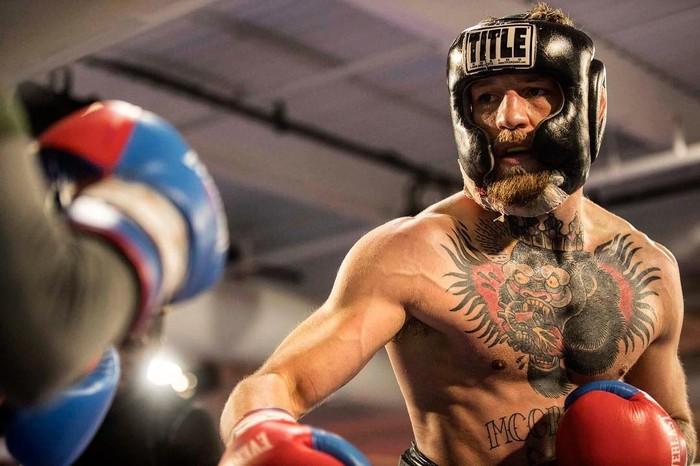 Tentu saja McGregor juga harus latihan tinju. Meski sudah menjadi juara bertahan di UFC, tinju profesional merupakan hal baru bagi McGregor. (Foto: instagram/thenotoriuousmma)