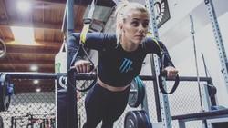 Bukan cuma lelaki yang bisa bertarung dalam olahraga mixed matrial arts (MMA), deretan wanita cantik ini juga tak kalah garang ketika beraksi di dalam ring.