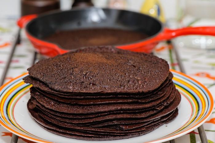 Blodplattar atau pancake darah bisa ditemui di Finlandia, Swedia dan Norwegia. Makanan ini mencampurkan darah dan bahan lainnya. Pancake bisa disajikan dengan daging babi atau rusa. Foto: Istimewa