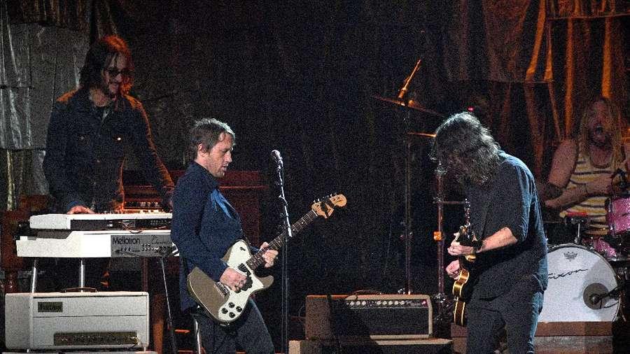 Gitaris Foo Fighters Jual 20 Gitar Koleksinya, Mau?