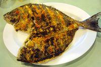 Sedap! Enaknya Makan Ikan Bakar dengan Nasi Hangat dan Sambal di Sini