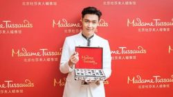 Lay Jadi Member EXO Pertama yang Punya Patung Lilin di Madame Tussauds