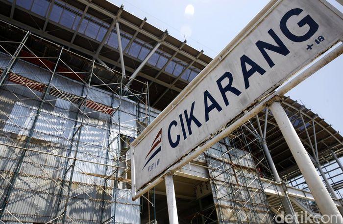 Pengerjaan di proyek Stasiun Cikarang pun terus dikebut. Hingga kini pengerjaan sudah mencapai lebih dari 90% dan memasuki finishing.