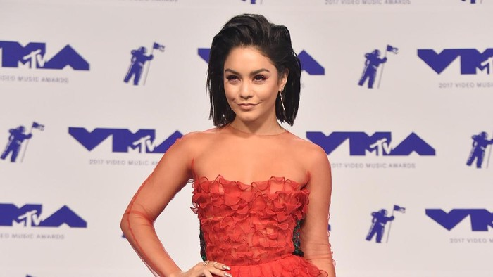 INGLEWOOD, CA - AUGUST 27:  Vanessa Hudgens attends the 2017 MTV Video Music Awards at The Forum on August 27, 2017 in Inglewood, California.  (Photo by Frazer Harrison/Getty Images)