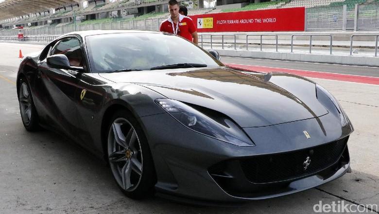 Menjinakkan Ferrari 812 Superfast Ferrari Tercepat Saat Ini