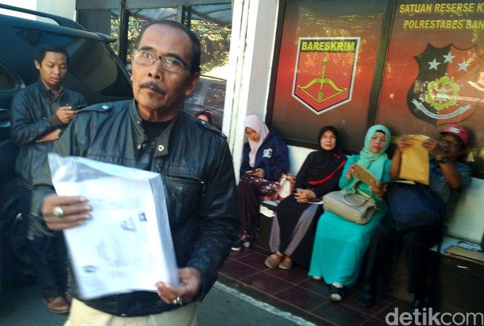 Jemaah umrah korban First Travel datang sekitar pukul 09.00 WIB. Mereka langsung menuju ke gedung Satreskrim Polrestabes Bandung di Jalan Jawa, Kota Bandung, Jabar.