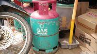 Di Pasar Entikong, Beras hingga Gas Malaysia Jadi Primadona