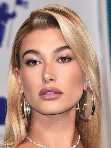 Foto: 10 Selebriti Tampil Cantik dengan Makeup Terbaik di MTV VMA 2017
