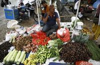 Deni dan barang dagangannya (Rachman Haryanto/detikcom)