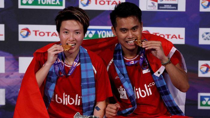 Tontowi Ahmad dan Liliyana Natsir menjadi juara dunia bulutangkis di Glasgow, Skotlandia. Sukses itu melanjutkan titel Indonesia Open yang diraih pada Juni.(Russell Cheyne/REUTERS)