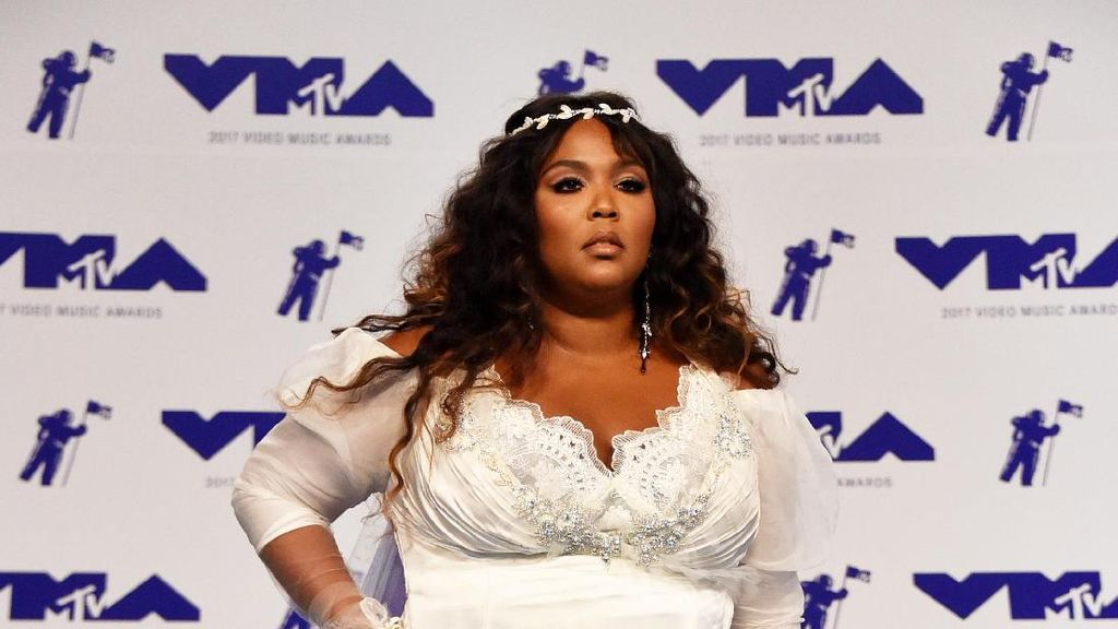 Foto: 10 Selebriti dengan Busana Terburuk di MTV VMA 2017