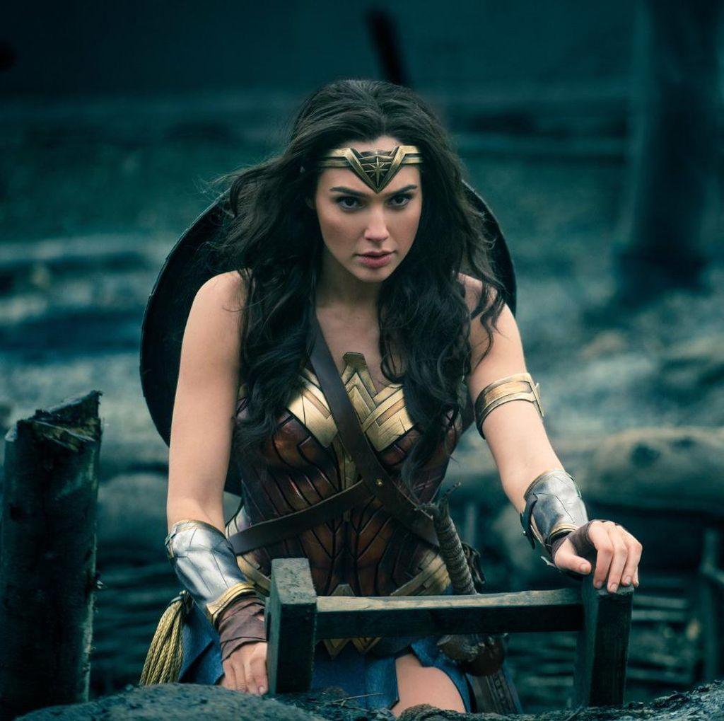 Melihat Gal Gadot Jadi Black Widow dan Johansson Sebagai Wonder Woman