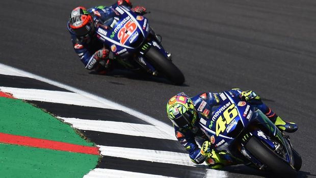 Valentino Rossi dan Maverick Vinales ada di 'paddock' tim Movistar Yamaha musim balap tahun 2019.
