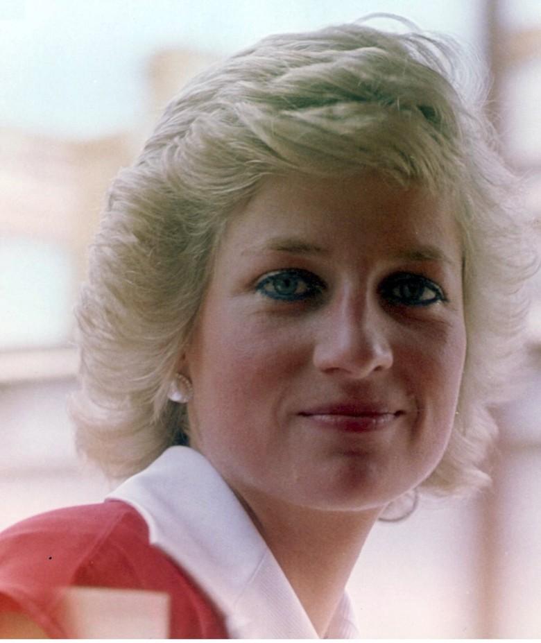 20 Foto untuk Mengenang 20 Tahun Meninggalnya Putri Diana