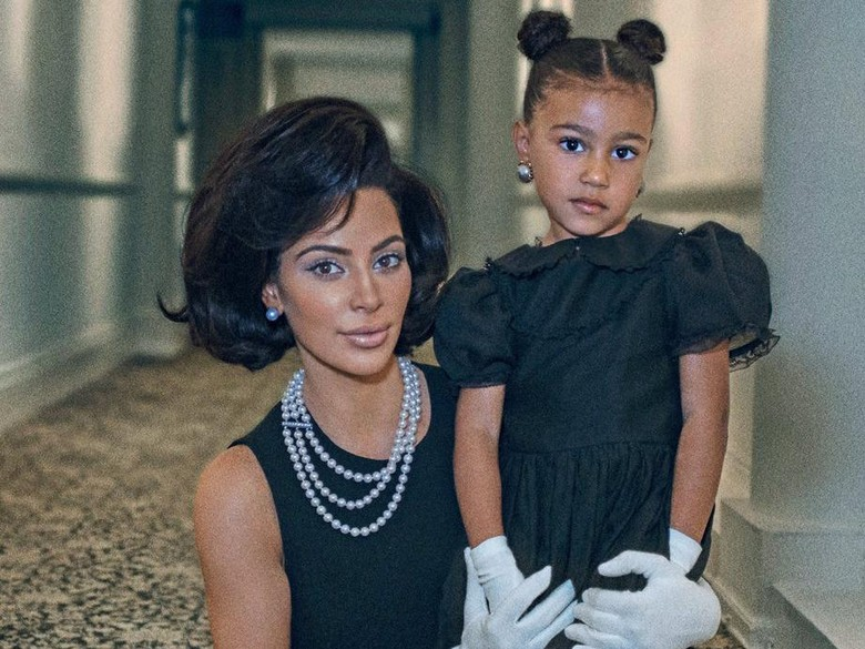 Kim Kardashian dan North West. Foto: Steven Klein/Interview Magazine