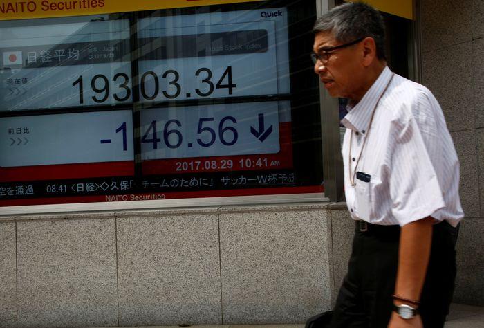 Insiden rudal tersebut membuat bursa saham Tokyo jatuh. REUTERS/Kim Kyung-Hoon.