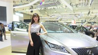 Salah satu Lexus Lady, Cinthia Louis menyukai mobil dengan tampang elegan dan serba bisa seperti sebuah SUV Lexus RX 200t F Sport. Tampangnya elegan banget, dan cocok juga kalau aku yang bawa, terlepas dari dia mobil baru yah, ujar Cinthia sambil tersenyum manis. Foto: Ruly Kurniawan