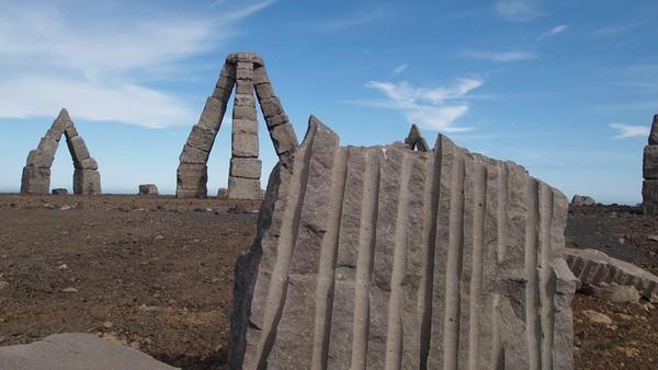 Erlingur Thoroddsen menghembuskan nafas terakhir di tahun 2015 silam dan Arctic Henge belumlah sempurna. Pemerintah Islandia pada saat itu pun kabarnya mencoba menyelesaikan Arctic Henge ini (Arctic Henge/Facebook)