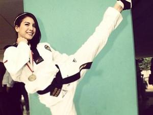 Jaga Kebugaran Fisik Usai Lahiran, Tya Ariestya Pilih Mixed Martial Arts