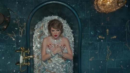 Ramai Pria Mandi Uang, Taylor Swift Pernah Mandi Berlian