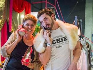Berbelanja Pakaian Bekas Menolong Tunawisma di Brisbane