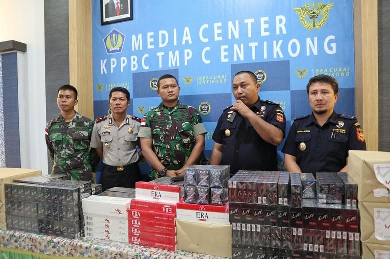 Ratusan Ribu Rokok Ilegal Digagalkan dari Malaysia Via Hutan