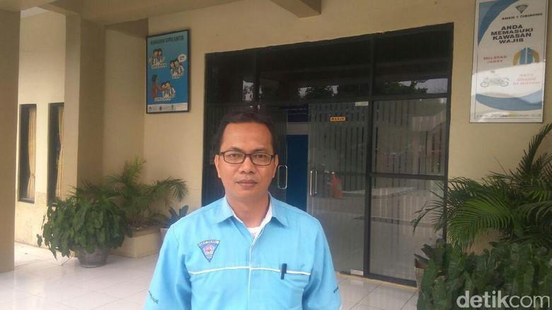 Foto: Kenalan dengan Guru Heroik yang Betulkan Bendera RI Terbalik