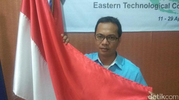 Hikmat, guru yang betulkan bendera RI terbalik di Thailand /