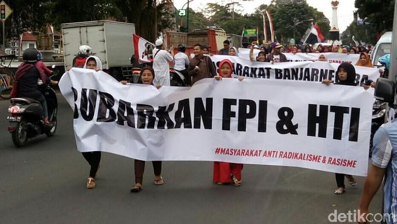 Puluhan Warga Banjarnegara Menyerukan Pembubaran FPI