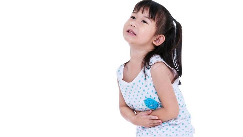 Ilustrasi anak sakit perut lalu kentut/ Foto: Thinkstock