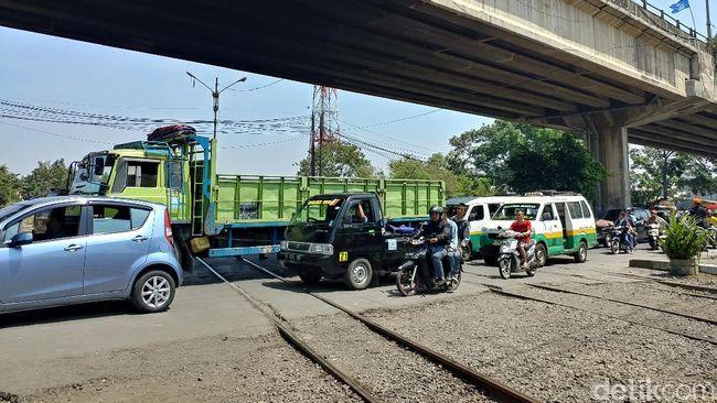 Perlintasan Kereta Cimindi Ikut Ramai Dibicarakan Saat Anthony Tanding
