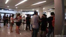 Warga Surabaya Juga Rela Antre Demi Diskon Nike Hingga 70%