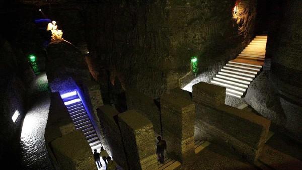 Gereja unik ini berada di bawah tanah Kolombia. Gereja Katolik Roma ini, berlokasi di dalam terowongan tambang garam atau sekitar 200 meter di bawah Gunung Halite, Cundinamarca (uncover colombia/ Facebook)