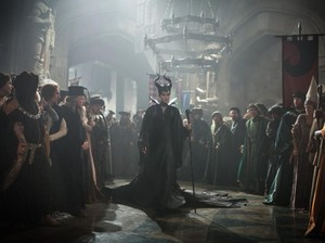 Maleficent 2 Diproduksi, Elle Fanning Unggah Penampilan Angelina Jolie