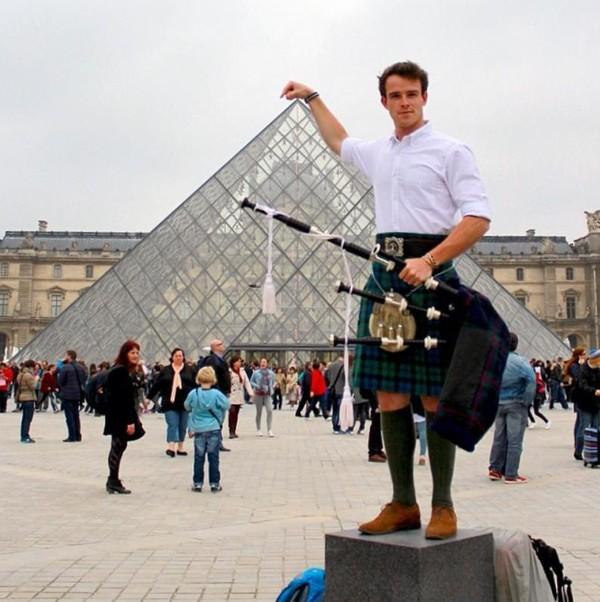 Dari sana, Jenning kemudian melanjutkan perjalanannya ke negara lain, termasuk Paris di Prancis (thefirstpiper/Instagram)