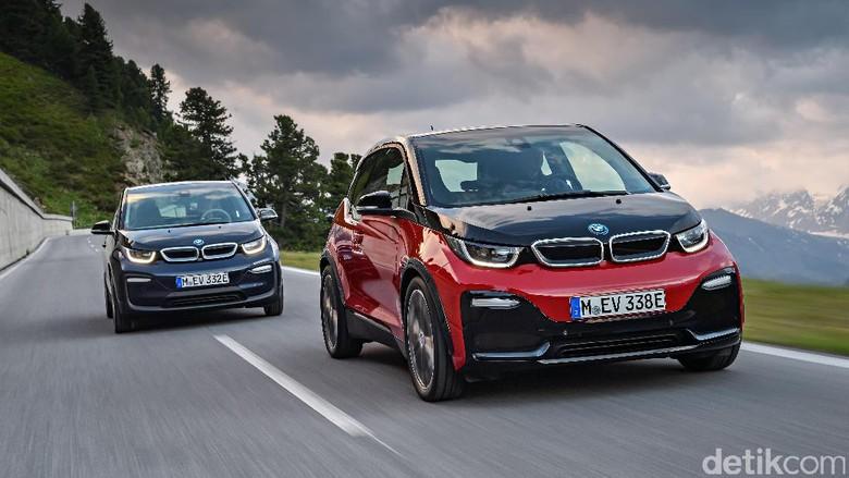 BMW i3 standar (kiri) dan i3s (kanan)/Foto: BMW