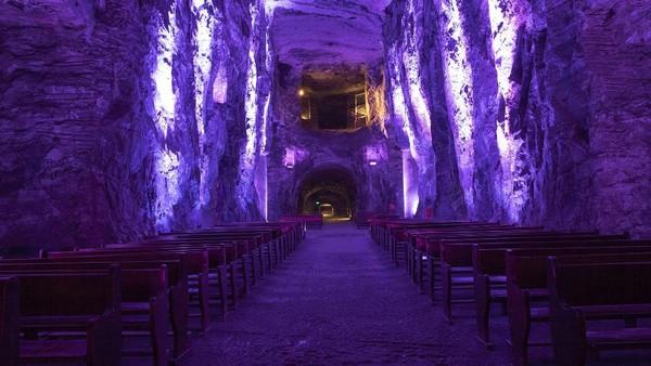 Karena keindahan dan keunikan dari gereja, Salt Cathedral dianggap sebagai salah satu aksitektur paling menarik di kolombia. Bahkan gereja ini dijuluki permata alam arsitektur modern! (CNN)