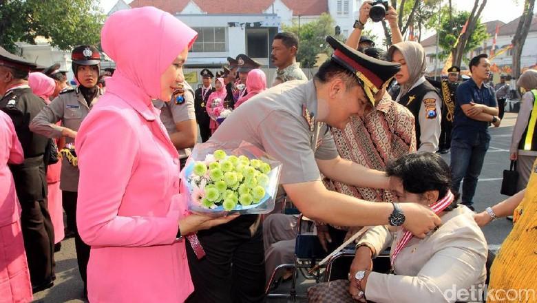 Penghormatan Polrestabes Surabaya untuk Anggota yang Pensiun