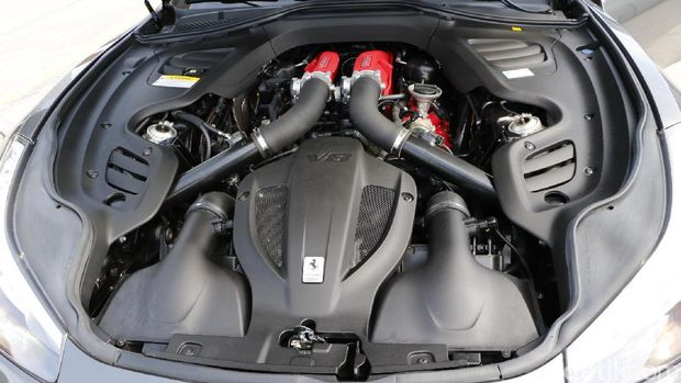 Mesin Ferrari GTC4Lusso T