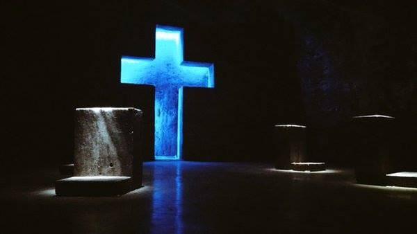 Gereja cantik ini menjadi salah satu tempat wisata favorit di Kolombia. Serta juga menjadi tempat ziarah di Kolombia dan menjadi tempat suci Katolik yang paling terkenal di dunia untuk memperingati Jesus Christ's Stations of the Cross (Colombia.travel/ Facebook)